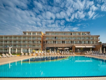 Arena Hotel Holiday***