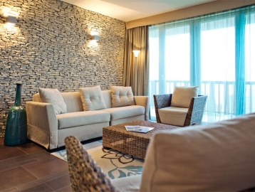 Echo Residence All Suite...